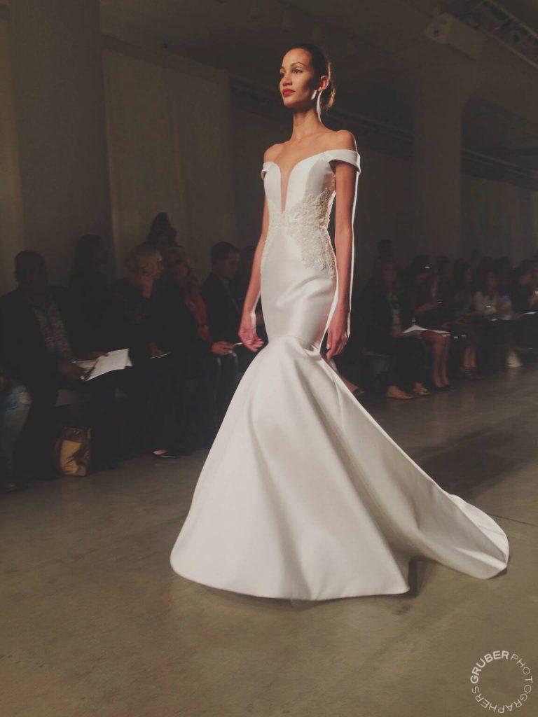 2016 Wedding Dress Plunge Neckline
